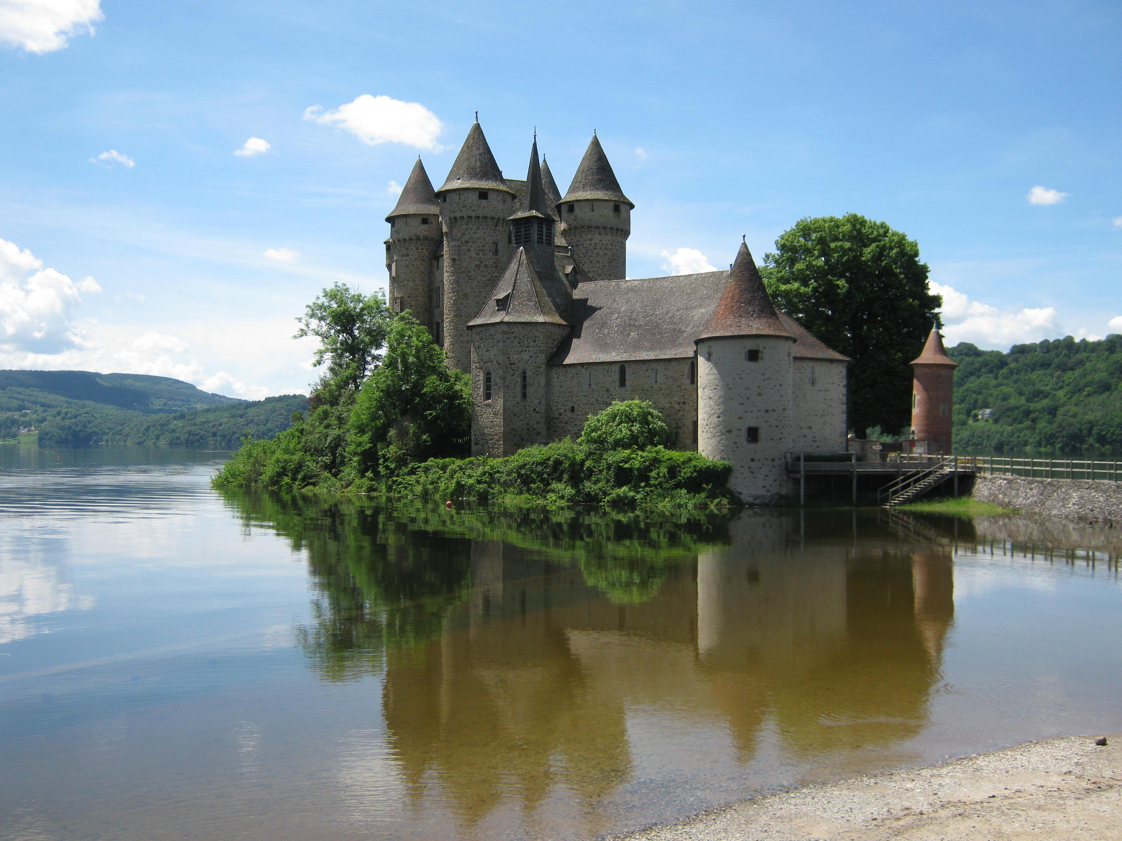 1736-chateau-de-val-lanobre-cantal.jpg