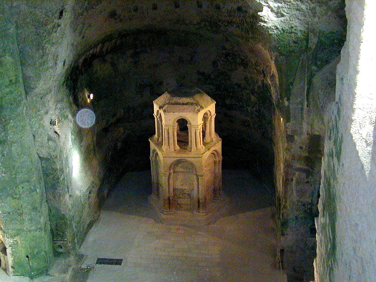 1759-eglise-souterraine-monolithe-aubeterre-charente.jpg