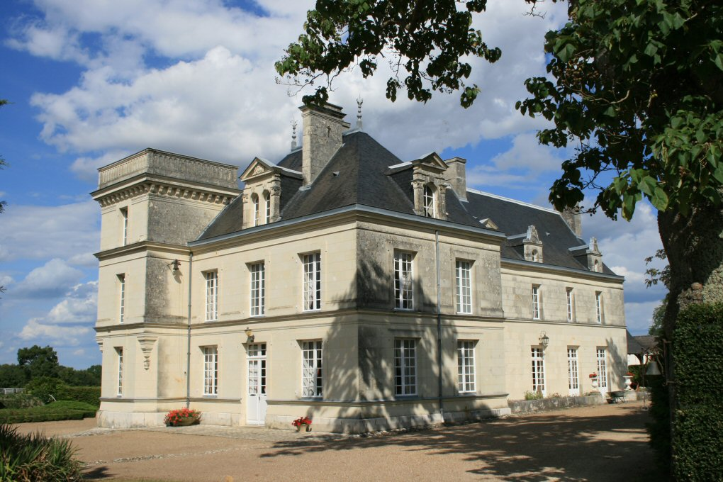 1926-chateau-de-villeneuve-souzay-champigny-49.jpg