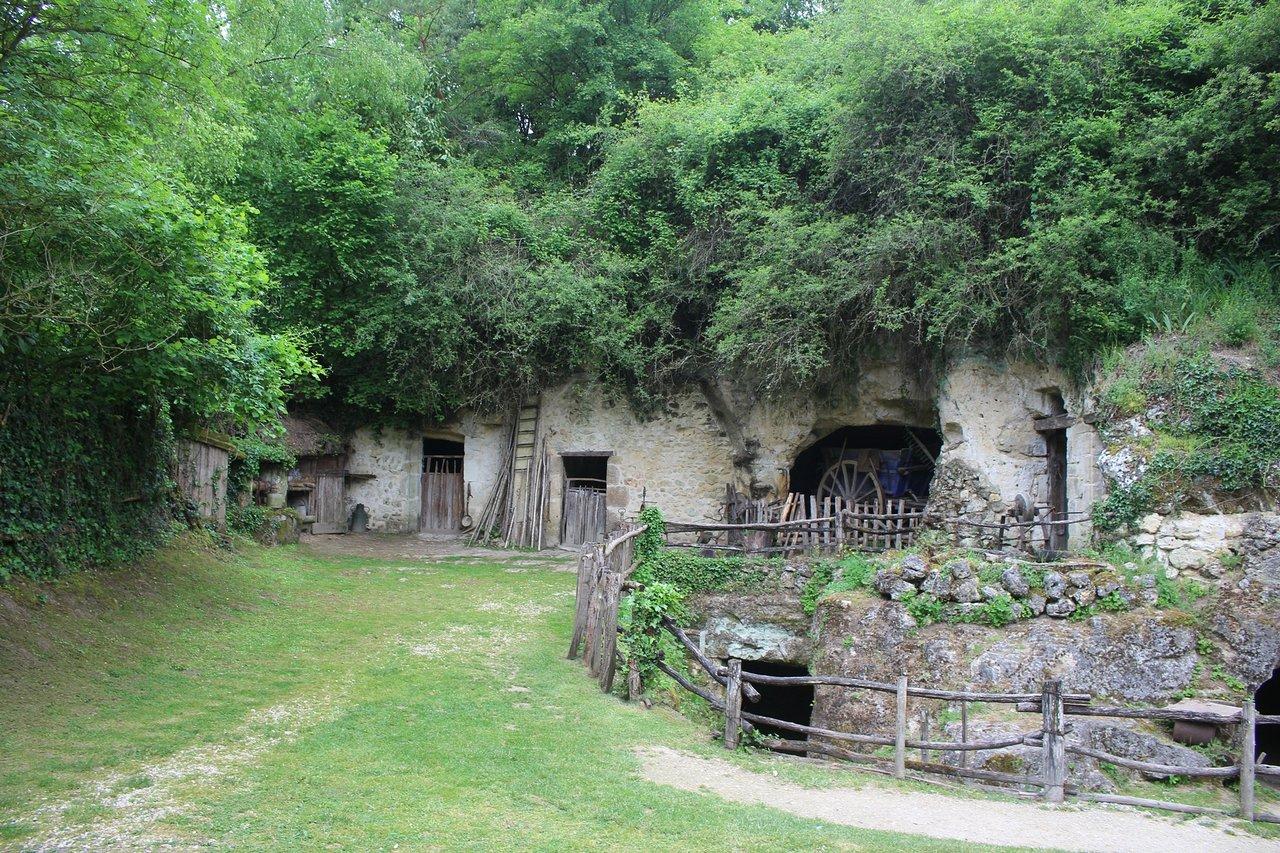 1927-vallee-troglodytique-des-goupillieres-azay-le-rideau-indre-et-loire-centre-val-de-loire.jpg