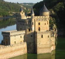 2096-chateau_de_la_roche_saint-priest-la-roche-loire-auvergne-rhone-alpes.jpg