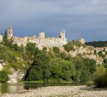 858-aigueze---plus-beaux-village-de-france.jpg
