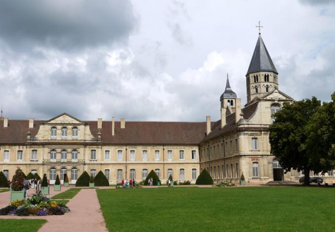 57-abbaye-de-cluny-saone-et-loire-entree.jpg