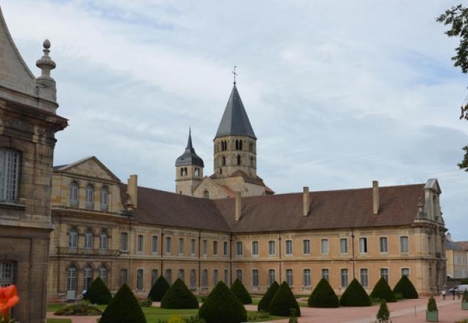 57-abbaye-de-cluny-saone-et-loire-facade.jpg