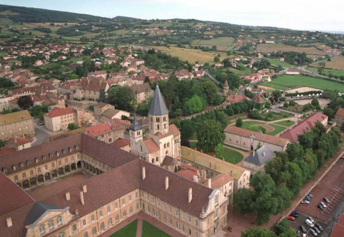 57-abbaye-de-cluny-saone-et-loire-vue-aerienne.jpg