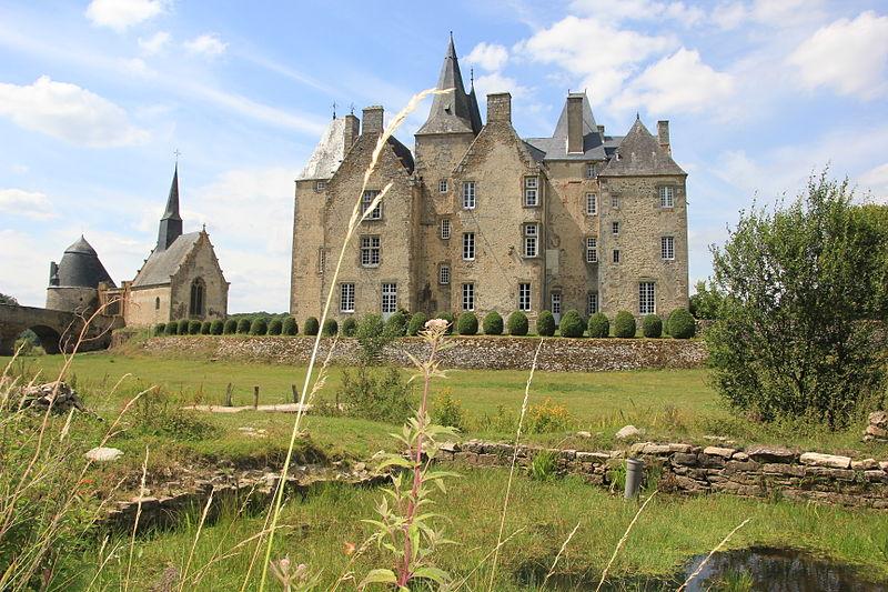 825-chateau-de-bourgon-chapelle-medievale-mayenne.jpg