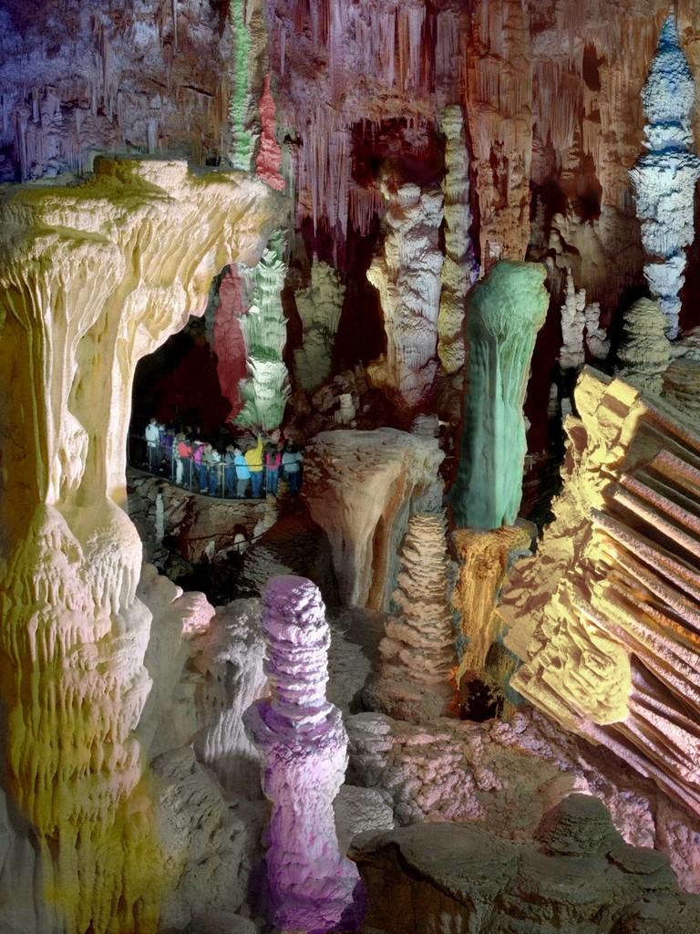 828-grotte_de_la_salamandre_mejannes-le-clap.jpg