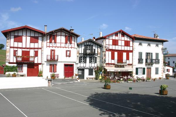 865-ainhoa-pyrenees-atlantiques.jpg