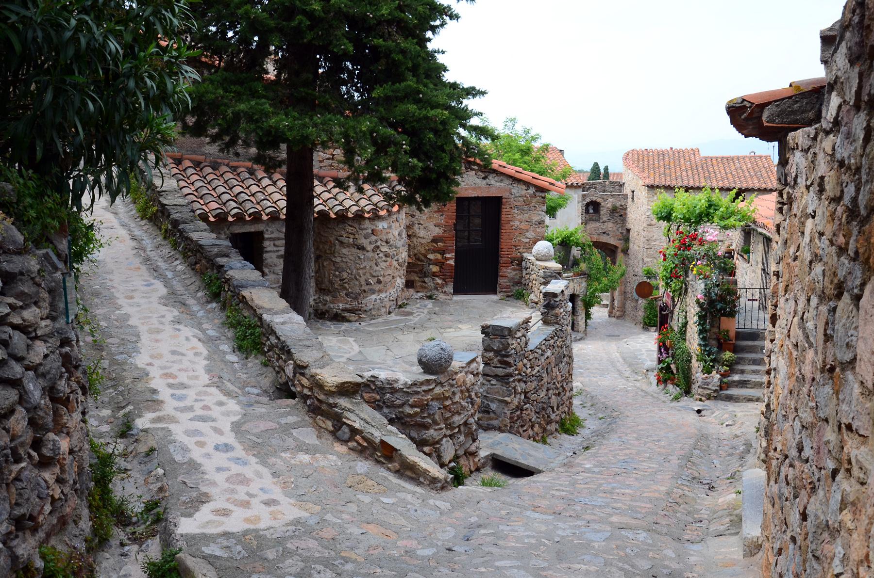 896-castelnou-plus-beaux-villages-de-france-pyrenees-orientales.jpg