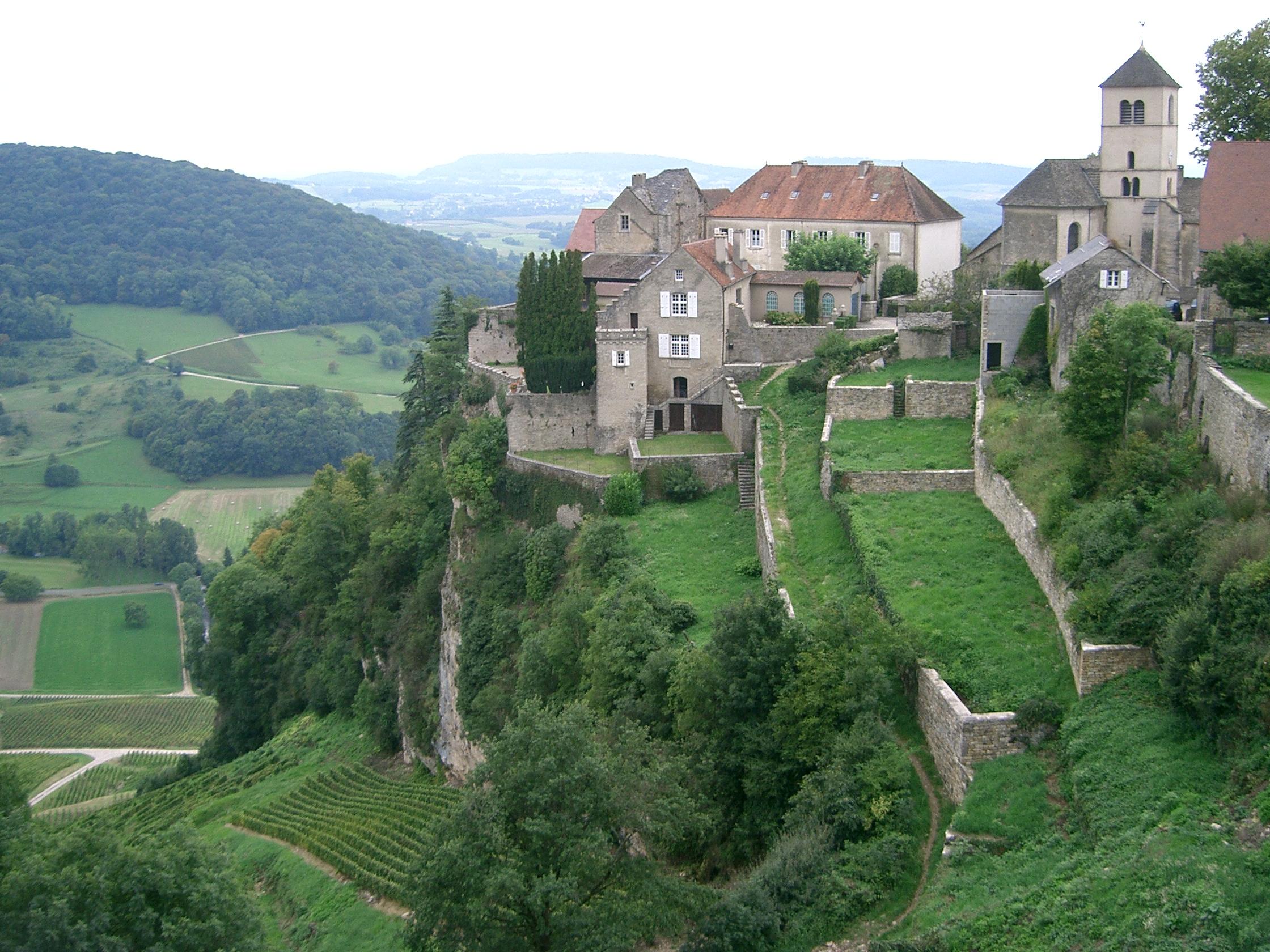 900-chateau-chalon-plus-beaux-villages-de-france-jura.jpg