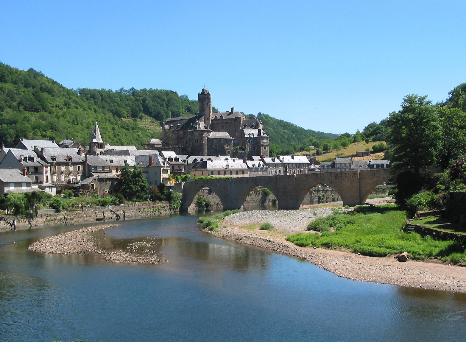 916-estaing-plus-beaux-villages-de-france-aveyron.jpg