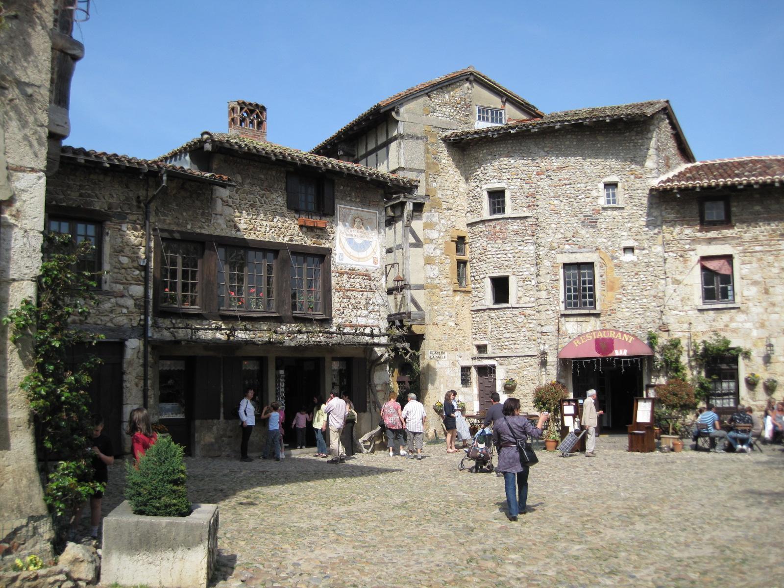 983-perouges-plus-beaux-villages-de-france-ain.jpg