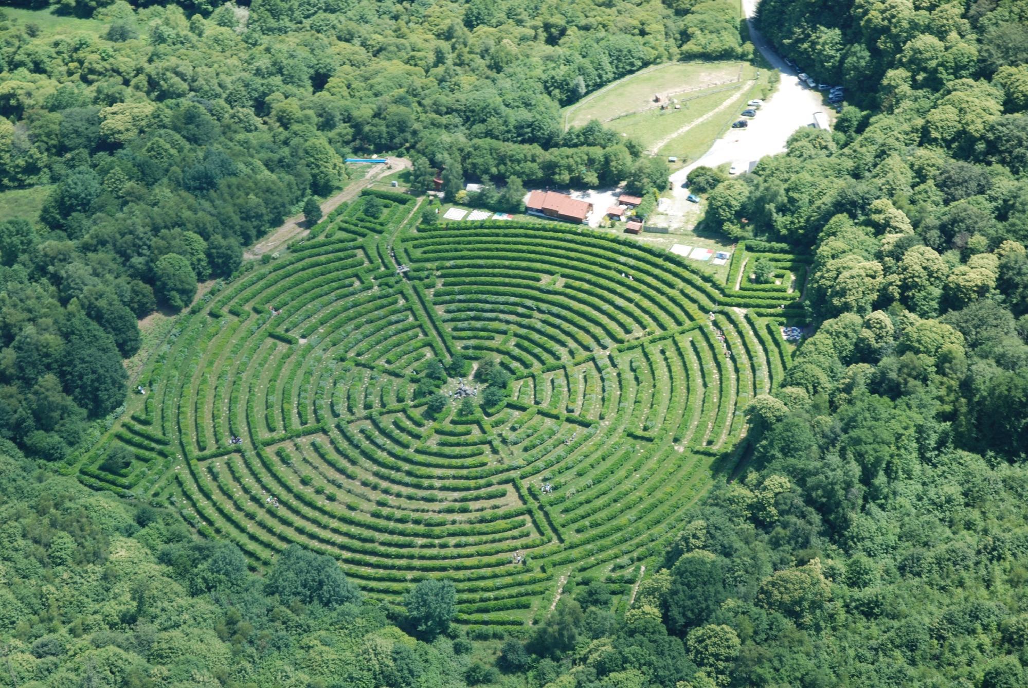 2142-labyrinthe-geant-monts-de-gueret-creuse.jpg