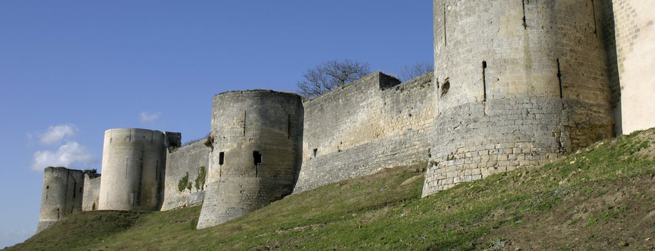 2180-chateau-coucy-02.jpg