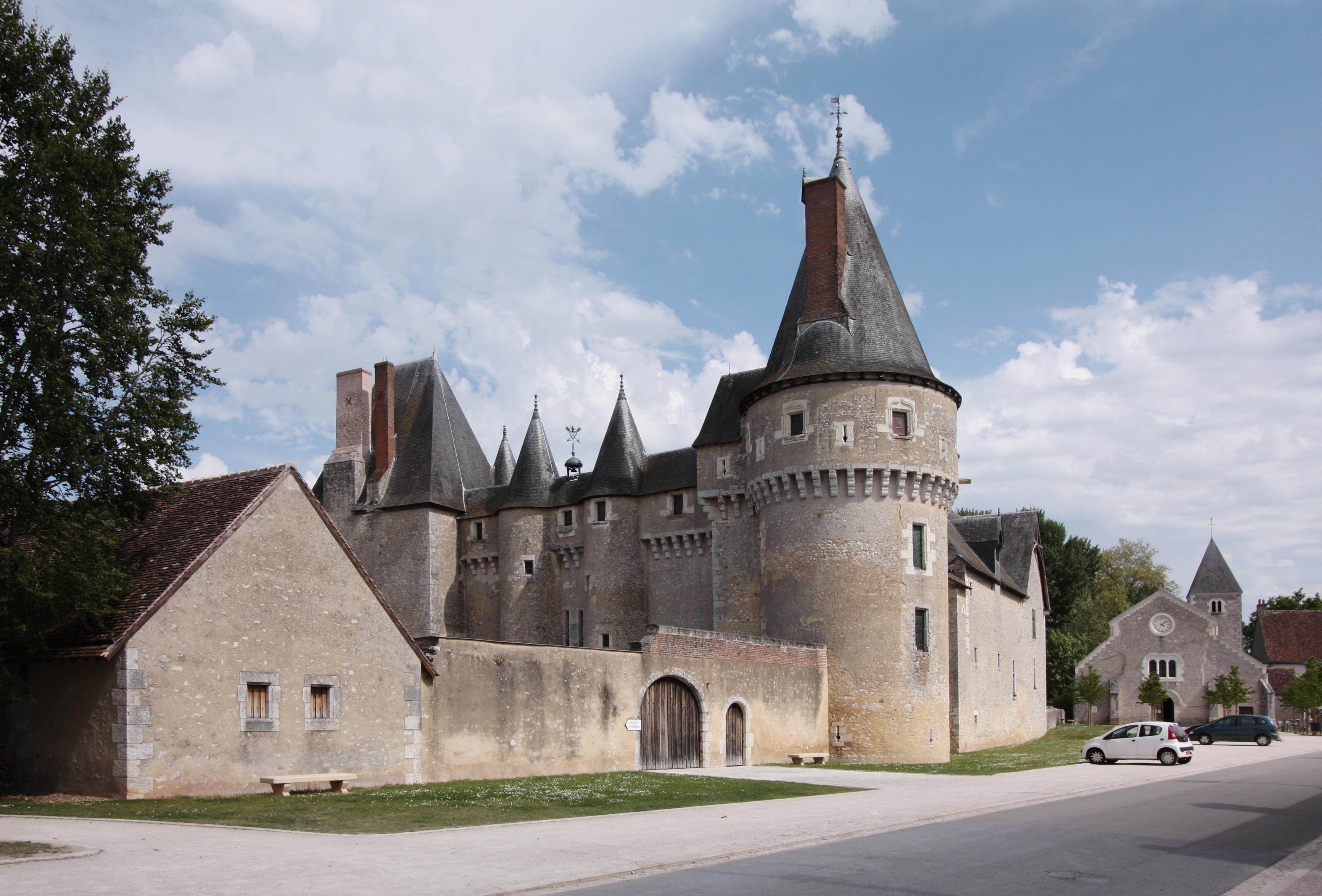 2232-chateau-de-fougeres-sur-bievre-41.jpg