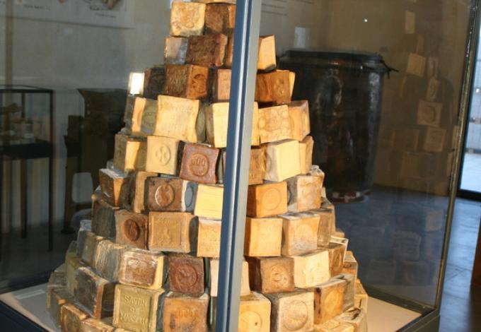 100-musee-savons-marseille-licorne.jpg