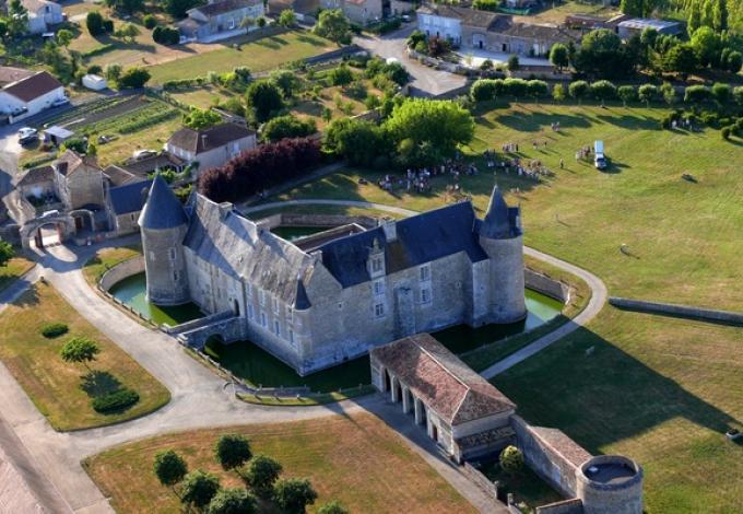 135-chateau-de-saveilles-vue-aerienne.jpg