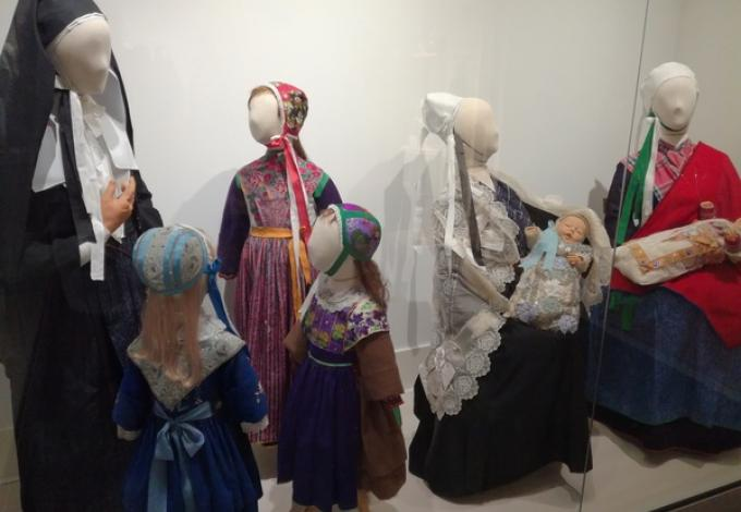 228-plougastel-musee-fraise-costumes.jpg