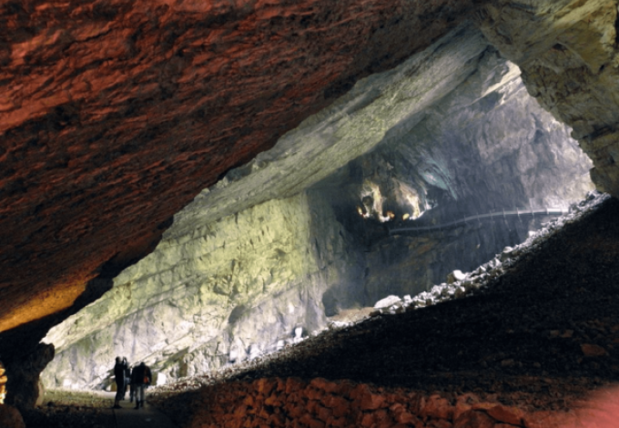237-grottes-du-cerdon-entree.png