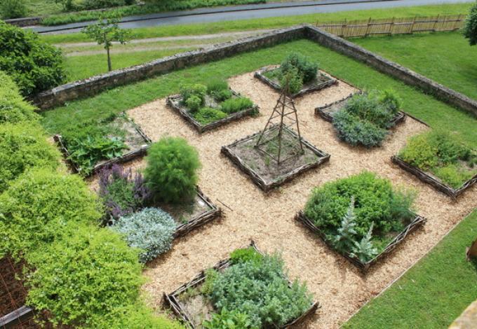 36-jardin-bastideum-montpazier.jpg