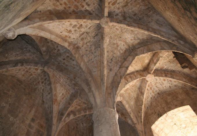 73-chateau-de-queribus-pilier.jpg