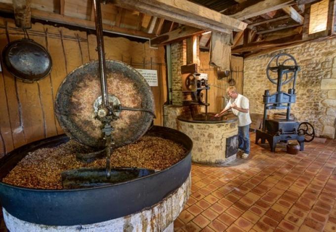 94-moulin-musee-de-la-noix-castelnaud.jpg
