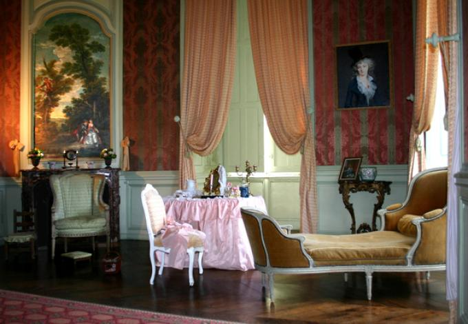 98-chateau-conde-salon-watteau.jpg