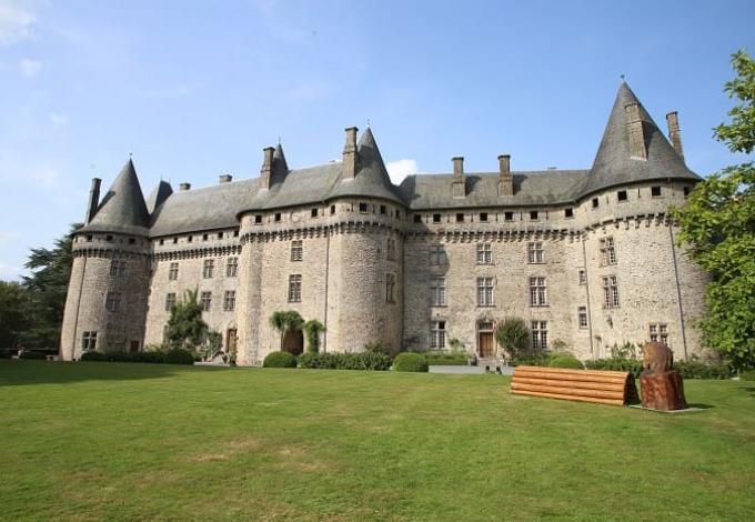 146-chateau-pompadour-correze-1.jpg