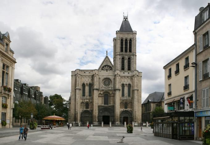 54-basilique-saint-denis-cathedrale-facade.jpg
