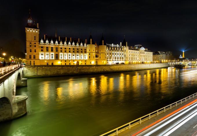62-conciergerie-vue-de-nuit-paris.jpg