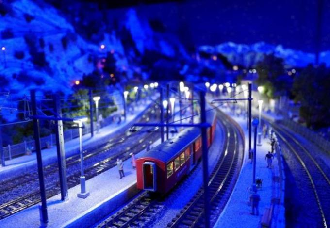 71-mini-world-lyon-train-nuit.jpg