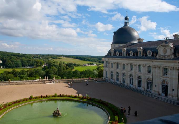 96-chateau-de-valencay-cour-d'honneur.jpg