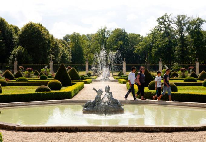 96-chateau-de-valencay-jardin-francais.jpg