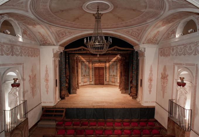 96-chateau-de-valencay-theatre.jpg