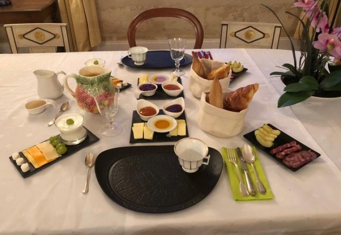 964-chateau-belloy-petit-dejeuner.jpg