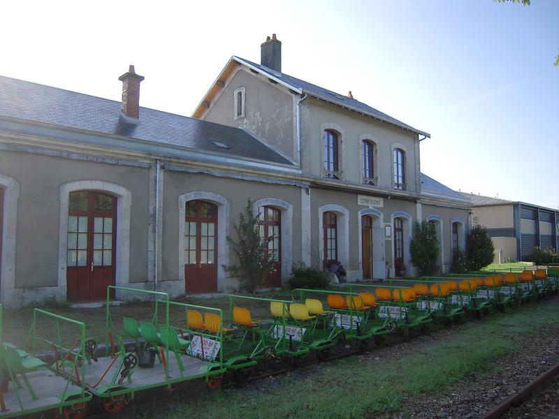 6930-gare-de-confolens-velorail-et-train-charente.jpg
